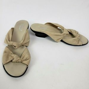Women's MUNRO Tan Knotted Sandals Heel Size 8